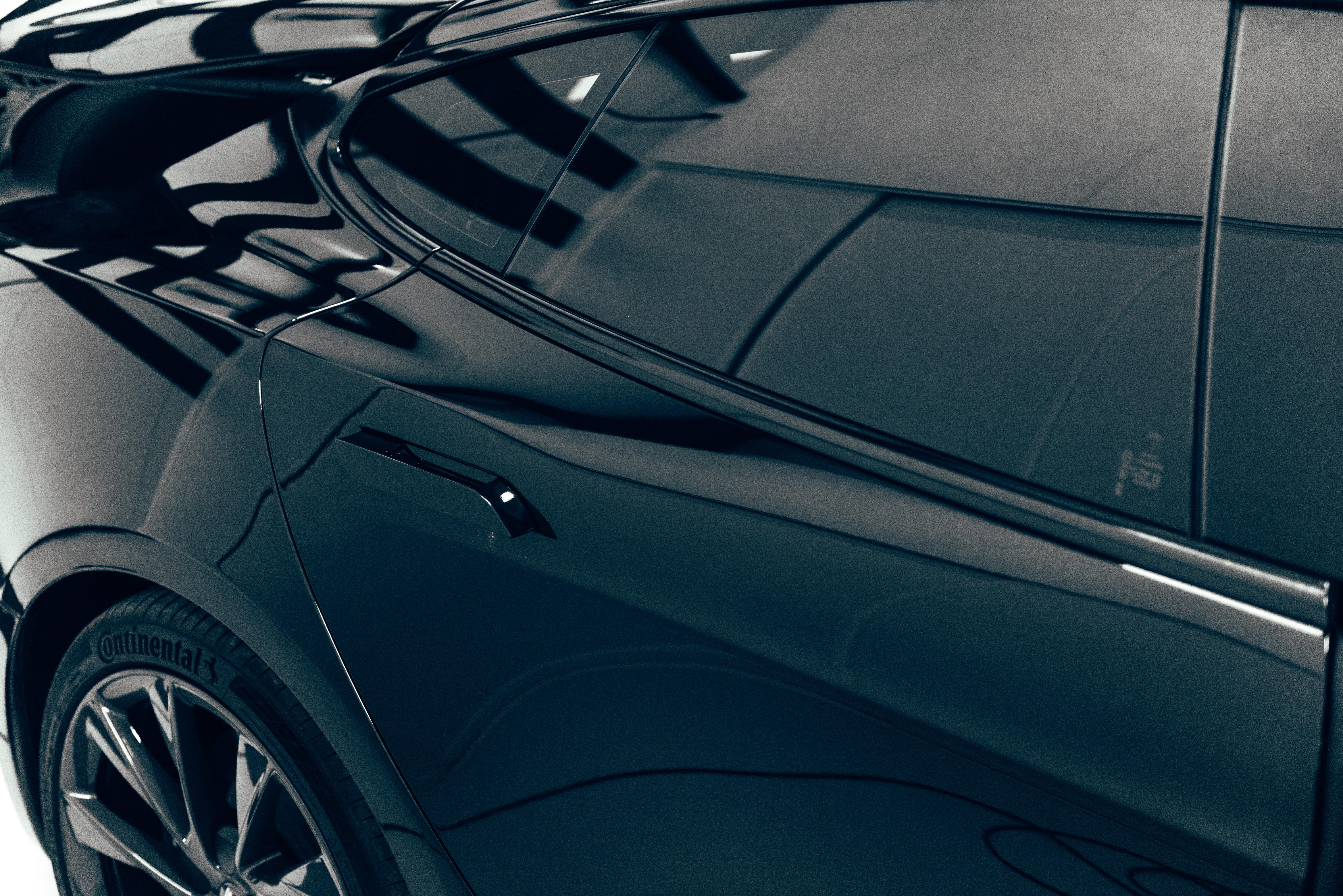 Tesla-ontchromen-raamstrips