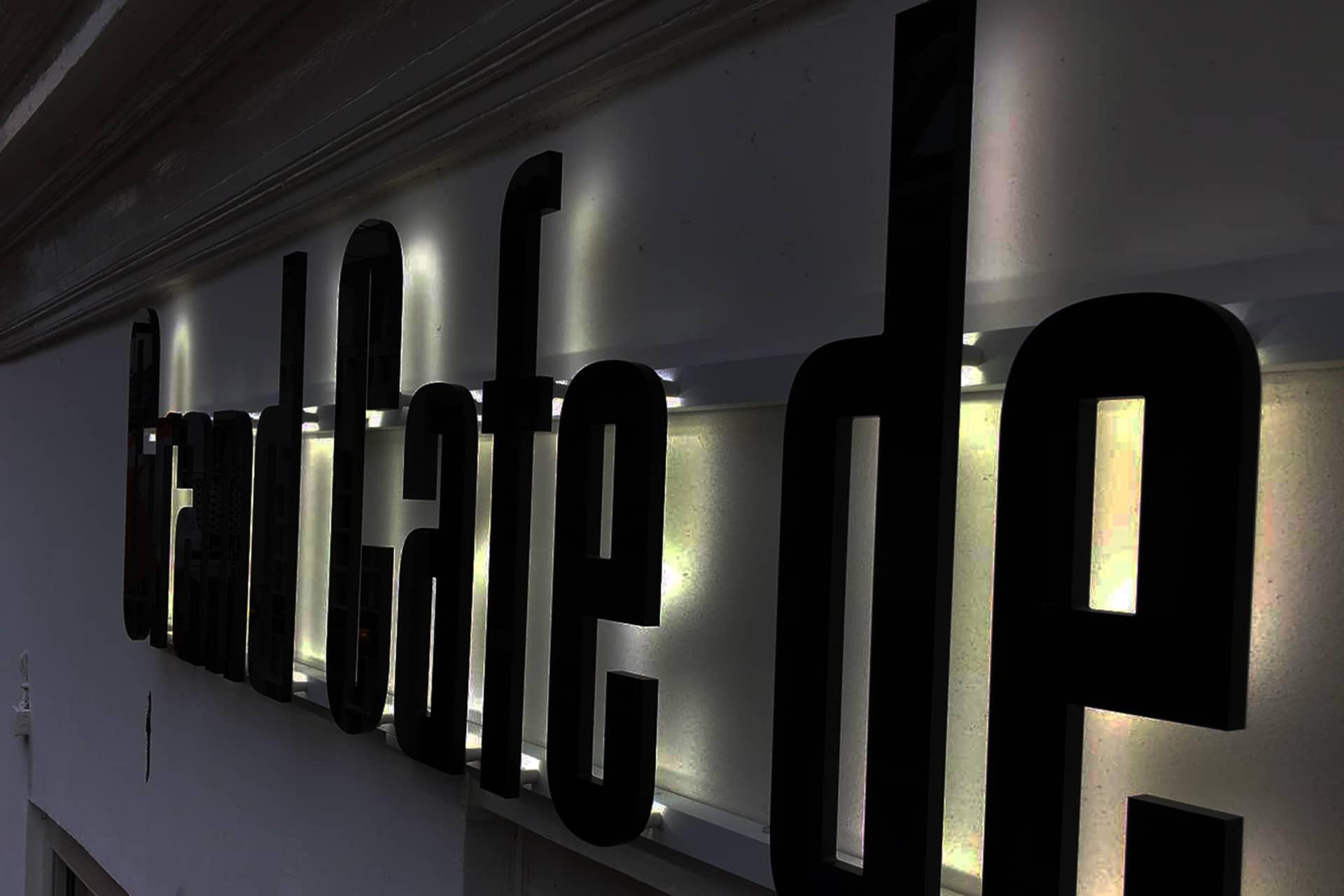Moet jouw bedrijf ook in het donker opvallen? Gebruik lichtreclame!